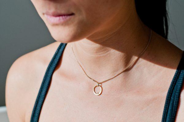 collier original texturé plaqué or unfold