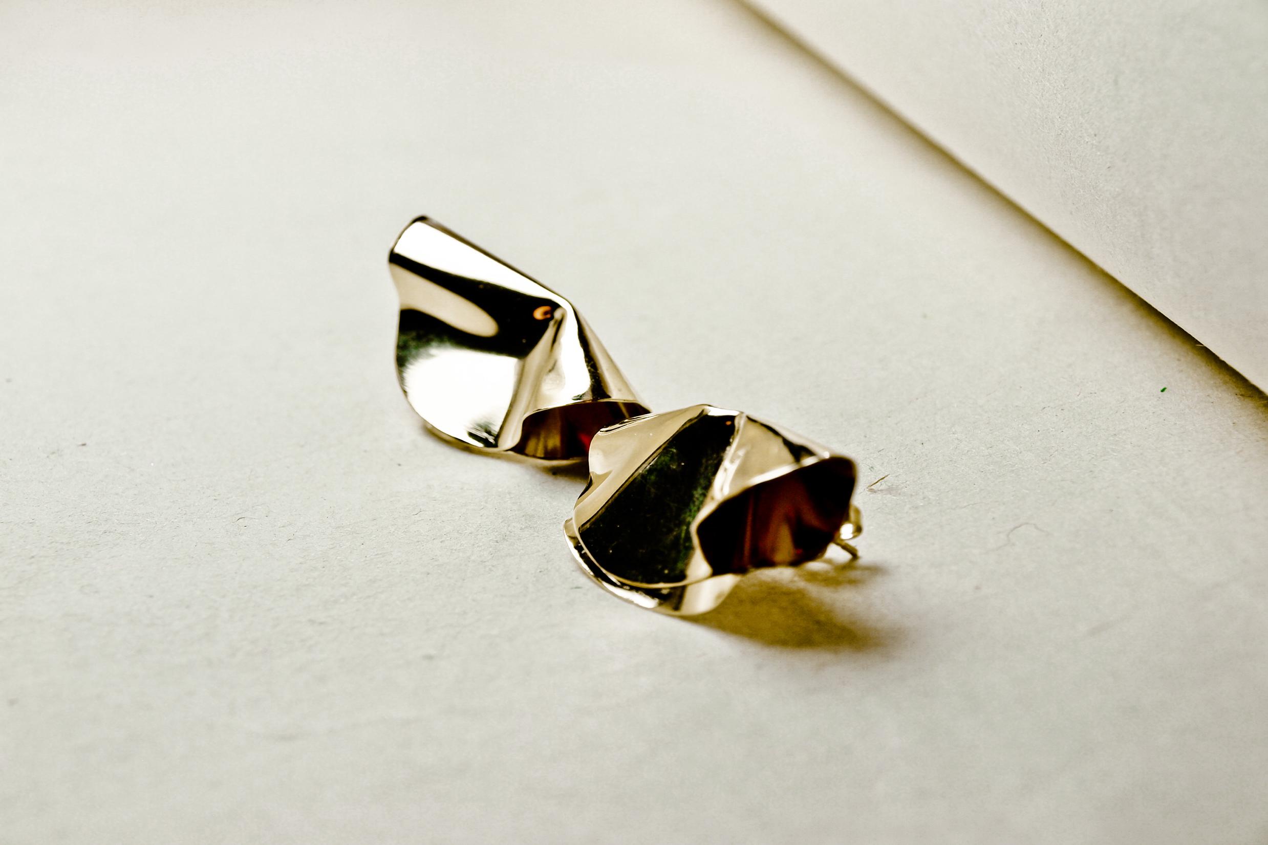 boucles d'oreilles corolles purse bijou délicat bijou unique bijou minimaliste unfold bijoux